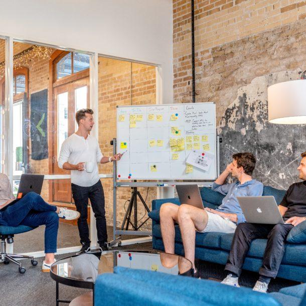 entrepreneurs qui discutent